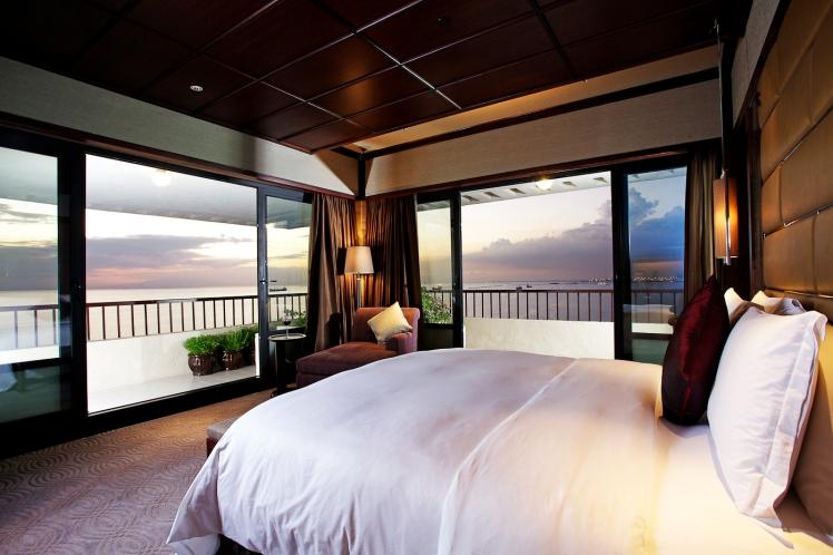 Manila Sofitel Imperial Residence Master's Bed room
